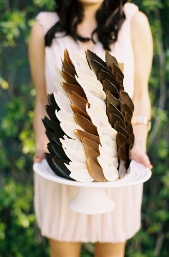 Как сделать шоколадные перья для украшения торта