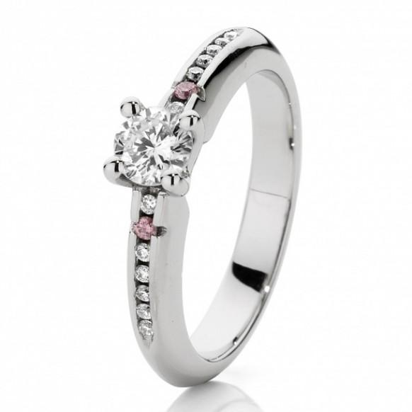 bague de mariage diamant bagues de fian ailles de luxe 803343 weddbook. Black Bedroom Furniture Sets. Home Design Ideas
