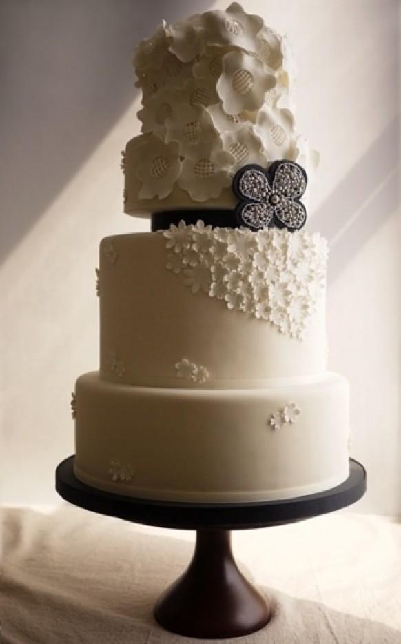 Fondant Cake White And Black Fondant Wedding Cake